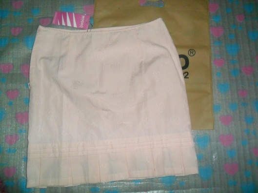 Skirt P100 from Mogao. I love the flowery details and the pale pastel color!